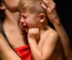 Сильный плач от боли
